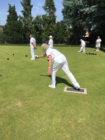 Leslley leads for Merrow