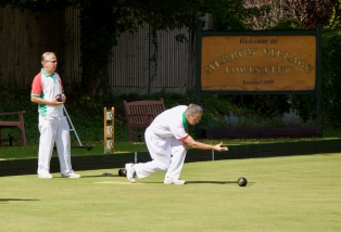 David bowls in the 3 Woods